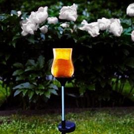 gngljus-med-ppet-glas-amber-solcell-1