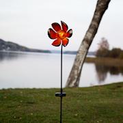 melilla-blomma-p-pinne-med-amber-glaskula-sol-1