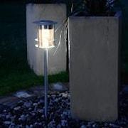garden-stick-med-varmt-ljus-solpanel-1