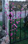cherry-tree-brunt-dekorationstrd-med-rosa-blo-2